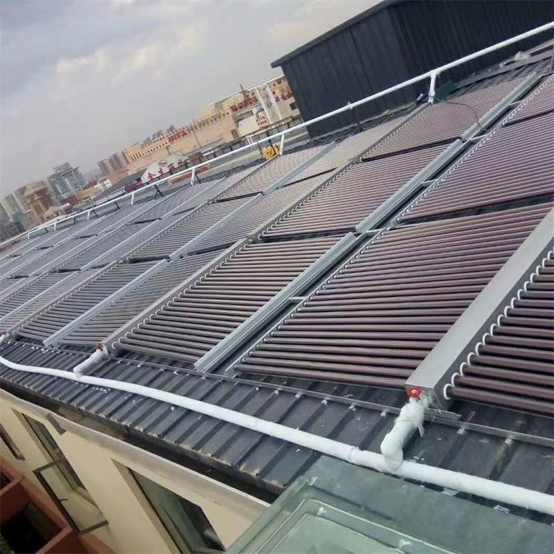 云南建水中学10000管太阳能热水器加110匹空气能热泵